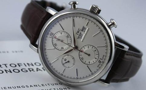 如何判断万国手表是否受磁?