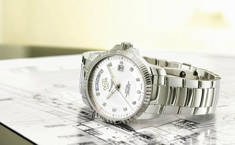 英纳格手表表蒙如何清洗?